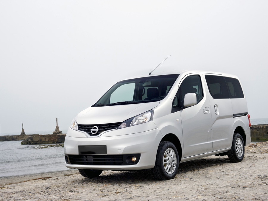 nissan nv200 autotest elektrisch geladen nissan e nv200. Black Bedroom Furniture Sets. Home Design Ideas