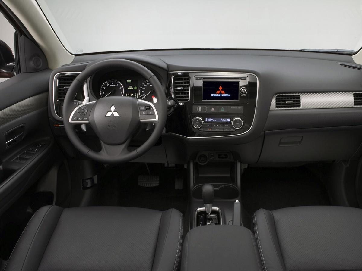 2013 Mitsubishi Outlander PHEV -…