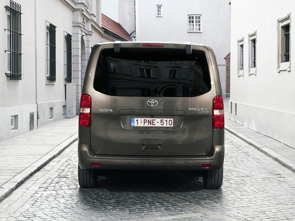 Toyota ProAce 2.0d-4d verso medium executive 130kW aut