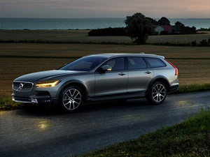 Volvo V90 Cross Country 5d