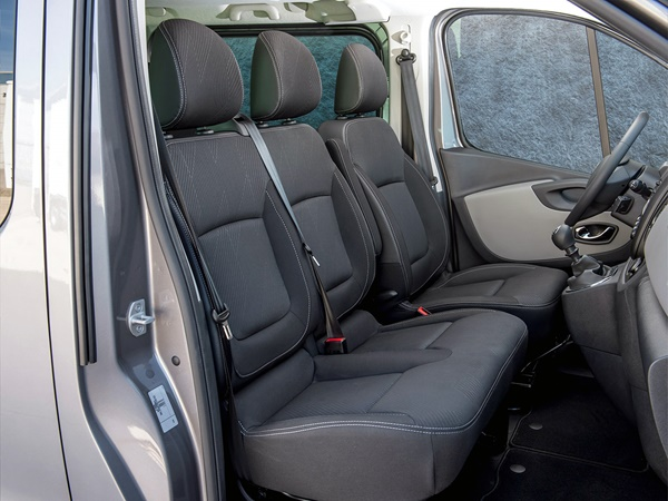 Nissan NV300 Combi