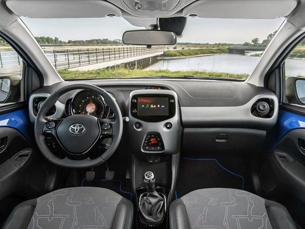 Toyota Aygo 1.0vvti x-play 53kW x-shift aut