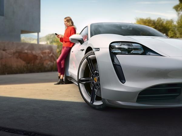 Porsche Taycan 90kWh ev turbo s 460kW aut