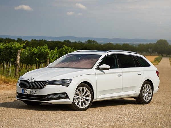 Skoda Superb combi 1.4tsi phev business edition plus 160kW dsg-6 aut