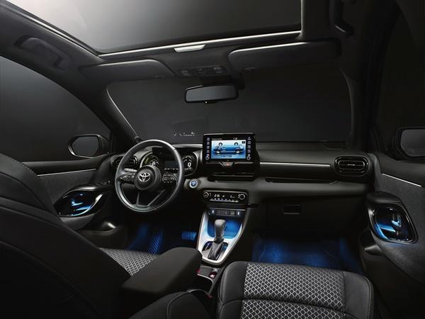 Toyota Yaris 1.5vvti hev business plus 85kW cvt aut